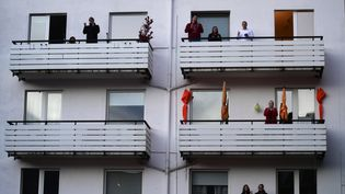 """""""Aux fenêtres et aux balcons sans aucun risque""""lorsque cela sera nécessaire mais la Fête des voisins doit se tenir, estime son créateur (photo d'illustration). (INA FASSBENDER / AFP)"""