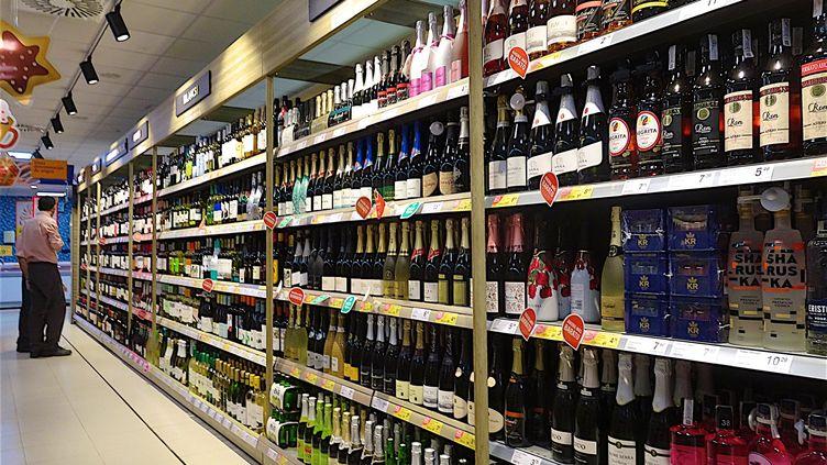 Dans les Côtes-d'Armor par exemple, le préfet a décidé d'interdire la vente à emporter de boissons alcoolisées à partir de ce soir 18h. (PATRICK LEFEVRE / MAXPPP)