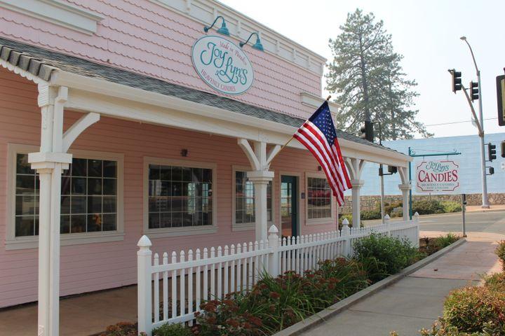 L'atelier de sucrerie de Jody, reconstruit après l'incendie dévastateur de 2018 à Paradise (Californie). (ROBIN PRUDENT / FRANCEINFO)