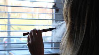 La cigarette électronique, de plus en plus utilisée pour arrêter de fumer. (MICHAL FLUDRA / NURPHOTO)