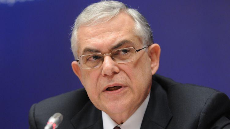 Le Premier ministre grec, Lucas Papademos, donne une conférence de presse à Bruxelles, le 9 décembre 2011. (THIERRY CHARLIER /AFP PHOTO)