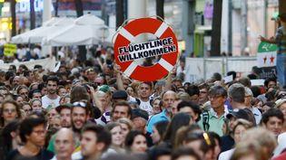 """Des manifestants défilent pour dénoncer le traitement """"inhumain"""" fait aux migrants, le 31 août 2015 à Vienne (Autriche). (LEONHARD FOEGER / REUTERS)"""