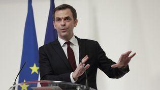 Le ministre de la Santé, Olivier Véran, lors d'une conférence de presse sur l'évolution de l'épidémie de Covid-19, le 11 février 2021 à Paris. (GEOFFROY VAN DER HASSELT / AFP)