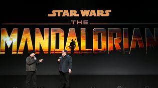 """Présentation de la série TV dérivée de Star Wars""""The Mandalorian"""" par les producteursDave Filoni and Jon Favreau,à la convention Disney """"D23"""" d'Anaheim (Californie) le 23 août 2019. (JESSE GRANT / GETTY IMAGES NORTH AMERICA)"""