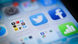 Plusieurs applications de réseaux sociaux sur un smartphone. (MAXPPP)