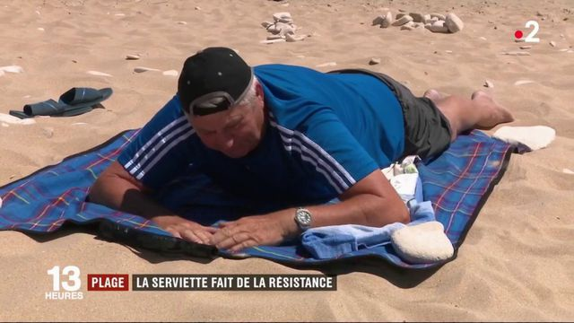 Vacances : la serviette de plage fait de la résistance face à ses concurrents