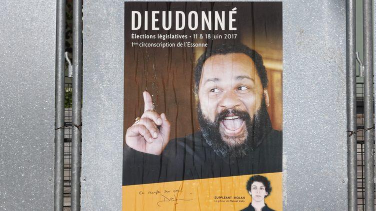 Affiche de campagne de Dieudonné pour les élections législatives 2017 dans l'Essonne. (MAXPPP)