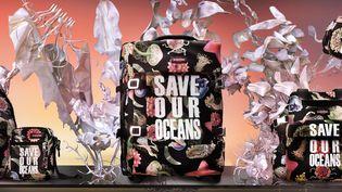 """Pour leur première collaboration, Vivienne Westwood et Eastpak s'engagent à""""Sauver nos océans"""" (Eastpak)"""