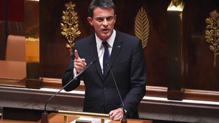 Manuel Valls, lors de son discours à l'Assemblée nationale, le 16 septembre 2015. (STEPHANE DE SAKUTIN / AFP)