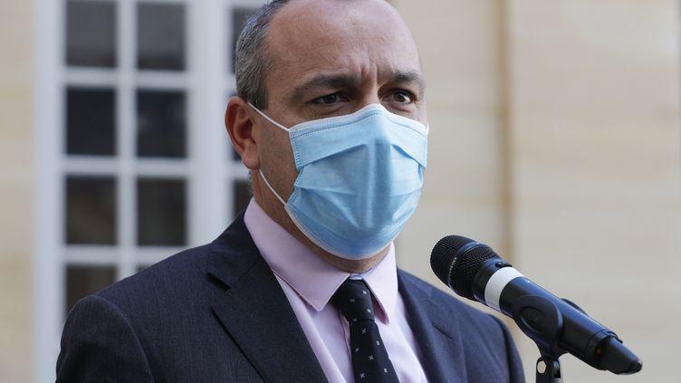 Le secrétaire général de la CFDT, Laurent Berger, lors d'un point presse devant Matignon, à Paris, le 26 octobre 2020. (GEOFFROY VAN DER HASSELT / AFP)