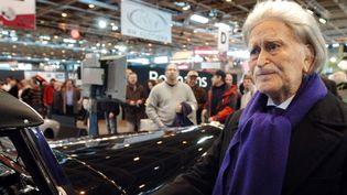 Georges Mathieu le 8 février 2008 à Paris, lors de la vente aux enchères de sa Mercedes 500K Cabriolet de 1936  (Jean Ayissi / AFP)
