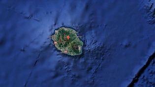 Capture d'écran d'une carte Google pointant l'île de La Réunion, frappée par une tempête tropicale, le 7 février 2017. (GOOGLE MAPS)