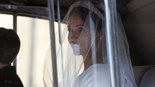L'actrice américaine Meghan Markle en route pour la chapelle St George du château de Windsor, le 19 mai 2018. (ALASTAIR GRANT / AFP)