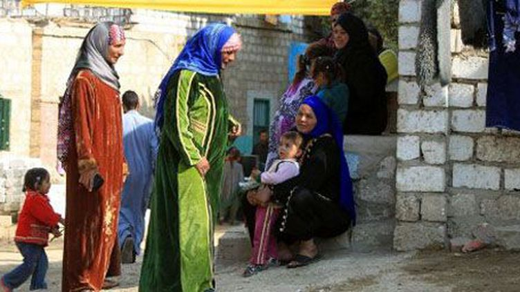 Femmes et enfants à Minya (350 km au sud du Caire), le 3 janvier 2012. (AFP - KHALED DESOUKI )