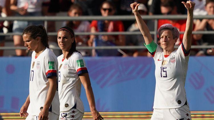 Les Américaines lors des huitièmes de finale de la Coupe du monde féminine de football face aux Espagnoles, à Reims (Marne), le 24 juin 2019. (LIONEL BONAVENTURE / AFP)