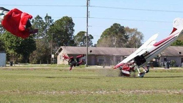 Collision le 8 mars 2014 entre un petit avion et un parachutiste en vol,sur l'aéroport de Lakeland, dans le comté de Polk (Floride). (TIM TELFORD VIA THE POLK COUNTY SHERIFF'S OFFICE (FLORIDE))