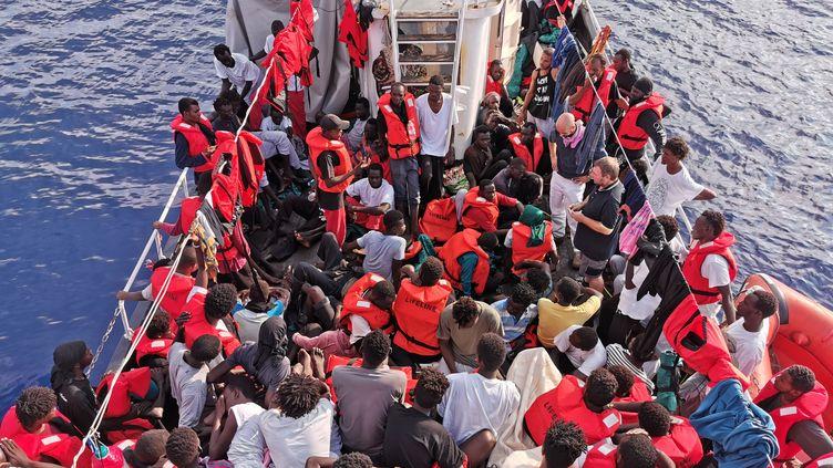 Le navire Eleonore, appartenant à l'ONG allemande Lifeline, dans les eaux lybiennes, le 31 août 2019. (JOHANNES FILOUS / DPA / AFP)