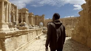 Dans Palmyre en partie dévastée  (France3/culturebox)
