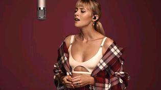 """La chanteuse belge Angèle dévoile sa nouvelle chanson """"Perdus"""" au Colors Show, le 10 octobre 2019. (COLORS SHOW)"""