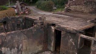 À Saint-Gervais-les-Bains, en Haute-Savoie, François Curral a tout perdu après l'incendie de sa ferme. Ses proches et les habitants se mobilisent alors que l'agriculteur de 22 ans est toujours hospitalisé. (FRANCE 2)