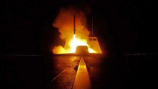 Lancement d'un missile français lors d'une opération militaire en Syrie, dans la nuit du 13 au 14 avril 2018. (AFP PHOTO / ECPAD)