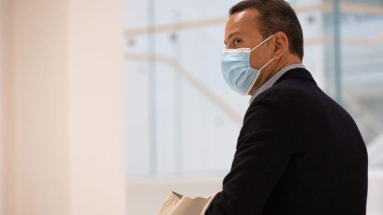 Franck Attal, ancien cadre de la filiale de Bygmalion qui organisait les meetings de Nicolas Sarkozy lors de la campagne présidentielle de 2012, à son arrivée lors du procès, le 20 mai 2021. (AURELIEN MORISSARD / MAXPPP)