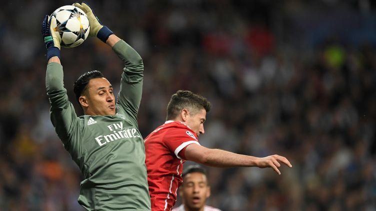 Keylor Navas (Real) prend le meilleur sur Lewandowski (Bayern) (GABRIEL BOUYS / AFP)