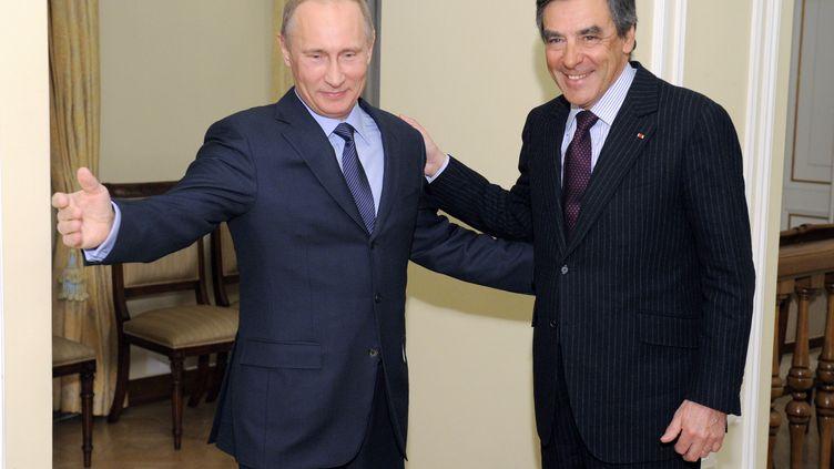 Le président russe Vladimir Poutine (G) et l'ancien Premier ministre français François Fillon, le 21 mars 2013 à Moscou (Russie). (ALEXEY DRUZHININ / RIA-NOVOSTI / AFP)