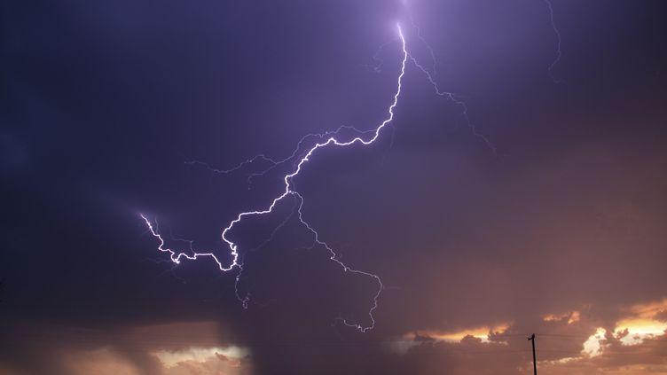 Une série d'orages violents a frappé la France, le 8 juin 2014. (GENE BLEVINS / REUTERS)