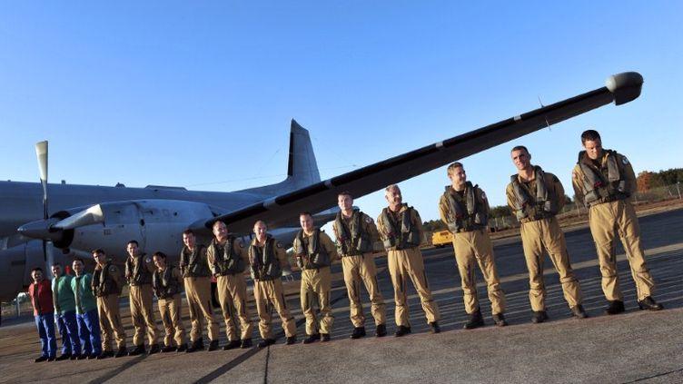 Des soldats de l'armée de l'air sur la base aériene de Mont-de-Marsan (Landes), le 10 novembre 2011. (PIERRE ANDRIEU / AFP)