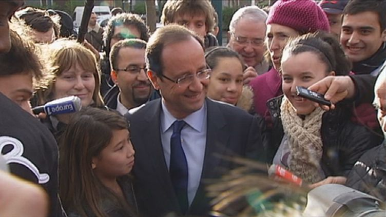 François Hollande au Val-Fourré le 20 décembre 2011 (FranceTV)