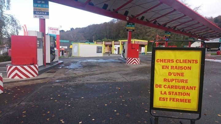 Une station-essence fermée dans le Finistère, le 1er décembre 2019. (ROMEO VAN MASTRIGT / RADIO FRANCE)
