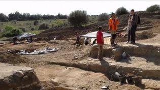 C'est une découverte d'une valeur inestimable qui a été faite sur le terrain d'un particulier à Aléria, en Haute-Corse. Des archéologues ont mis au jour un tombeau étrusque en parfait état datant du IVe siècle av. J.-C. Une découverte qui illustre bien l'influence de ce peuple venu d'Italie. (FRANCE 3)