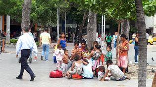 Des migrants vénézuéliens arrivés en famille à Cúcuta (Colombie). (BENJAMIN ILLY / RADIO FRANCE)
