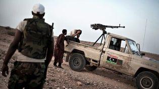 Un rebelle libyen patrouille dans la zone de Gualish (ouest), le 20 juillet 2011. (AFP - Colin Summers)