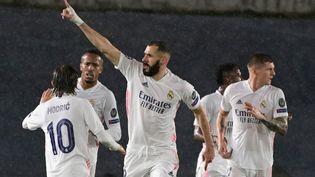 Karim Benzema célèbre son but égalisateur contre Chelsea en demi-finale de Ligue des champions le 27 avril 2021. (JAVIER SORIANO / AFP)