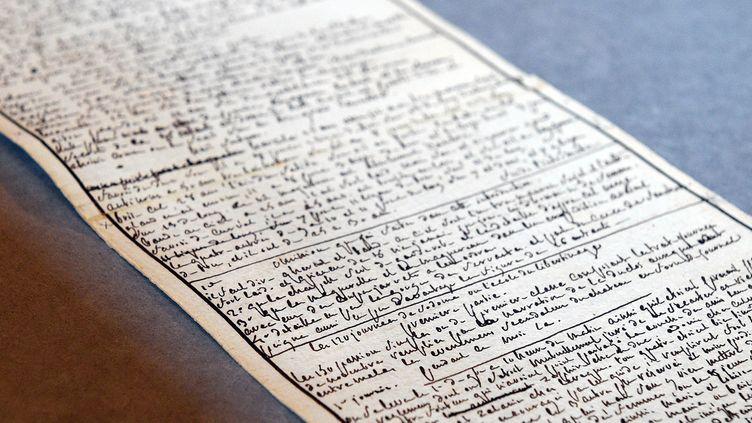 """Le manuscrit de """"Les Cent Vingt Journées de Sodome"""", Marquis de Sade à l'Institut des Lettres et Manuscrits  (MARTIN BUREAU / AFP)"""