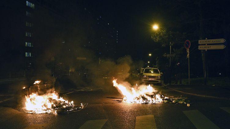 Des violences ont éclaté dans le quartier de La Duchère à Lyon, jeudi 4 mars 2021. (ST?PHANE GUIOCHON / MAXPPP)