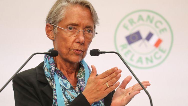 Elisabeth Borne, la ministre du Travail, le 3 septembre 2020, lors d'une conférence de presse à Paris. (LUDOVIC MARIN / AFP)