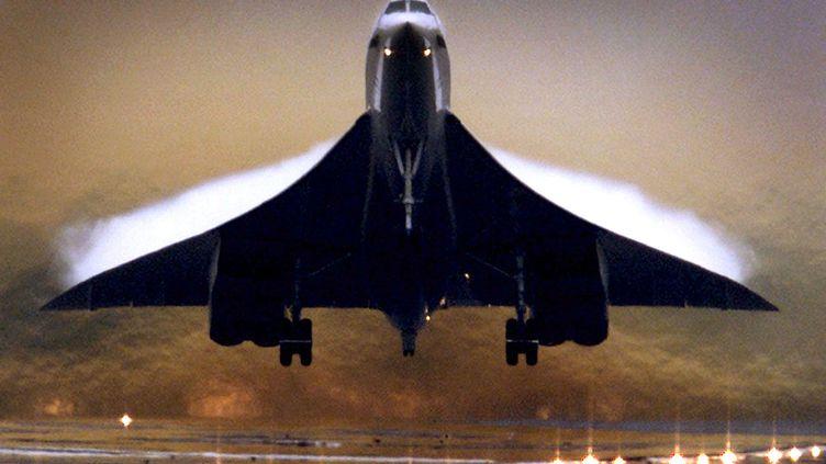Un Concorde de la compagnie britannique British Airways, à l'aéroport deHeathrow, le 24 juillet 2000. ( ANTON GOLUBEV / REUTERS)