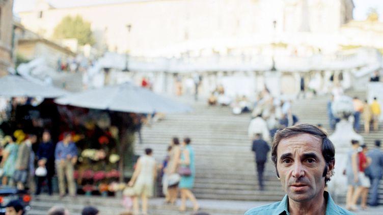 Charles Aznavour lors d'un de ses voyages (Anna Sanders / Films Artisan /Producteur Melodium / France 3 cinéma 2019)