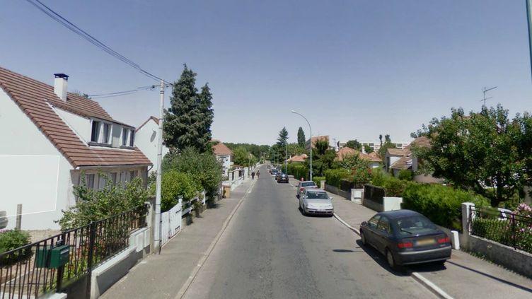 Les faits se sont déroulés dans cette rue de Villiers-le-Bel (Val-d'Oise), à proximité d'une mosquée. (GOOGLE STREET VIEW / FRANCETV INFO)