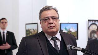 Andrei Karlov, l'ambassadeur russe en Turquie, le 19 décembre 2016,jour de son assassinat à Ankara (BURHAN OZBILICI / AP/ SIPA)