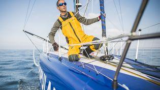 """Armel Le Cléac'h sur son bateau, """"Banque Populaire VIII"""", avant le départ du Vendée Globe, le 6 novembre 2016 au large de Lorient (Morbihan). (VINCENT CURUTCHET / DPPI MEDIA)"""