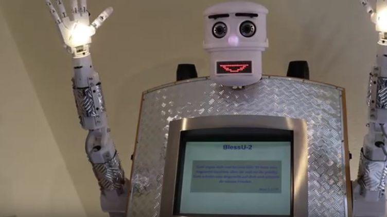 "Le robot-pasteur ""BlessU-2"", installé à Wittenberg, en Allemagne. (VOLKER RAHN / YOUTUBE)"