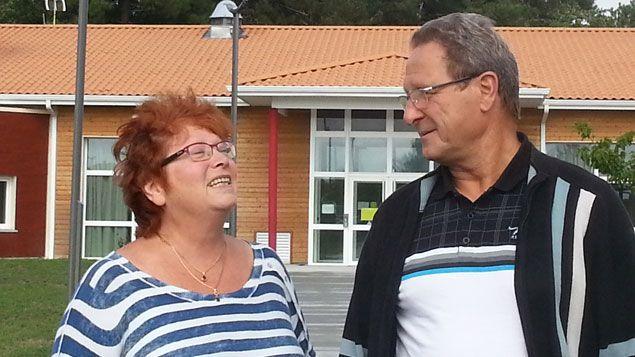 (Patrick Kluza, le fils d'Hélène 95 ans pensionnaire de l'établissement de Vendayes-Montalivet, et sa femme Marie-Catherine © RADIOFRANCE/ Laëtitia Saavedra)