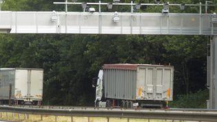 Un portique Ecomouv' sur l'A31, au niveau de Fey (Moselle). (MAXPPP)