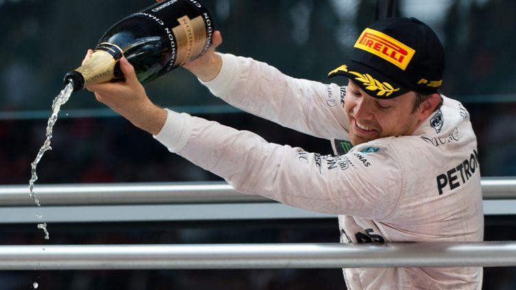 Le pilote Nico Rosberg, le 17 avril 2016, à Shanghai après avoir remporté le Grand Prix de Chine. (JOHANNES EISELE / AFP)
