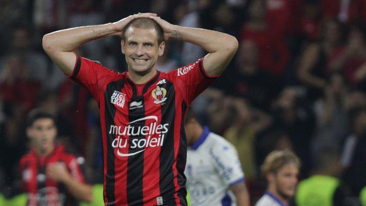 Mathieu Bodmer, le défenseur central de l'OGC Nice. (JEAN CHRISTOPHE MAGNENET / AFP)