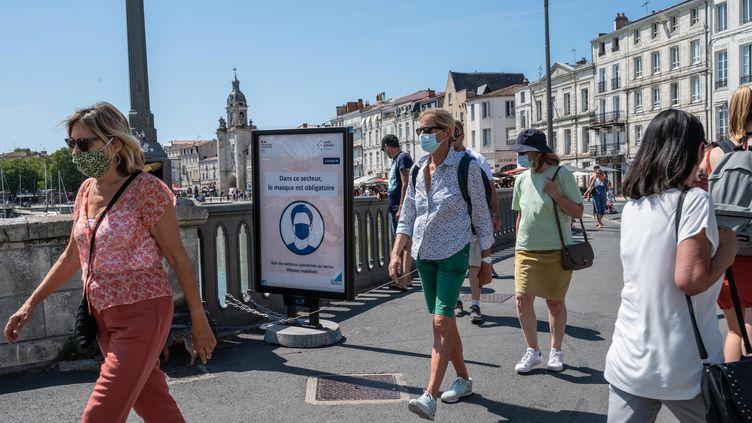 Dans le centre-ville de La Rochelle, le 22 juillet 2020 (photo d'illustration) (XAVIER LEOTY / MAXPPP)